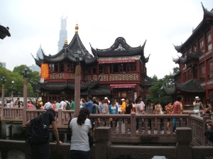 Tea house and tourists at Yu Gardens